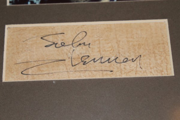 Продаю портреты -The Beatles-с оригинальными автографами (John)