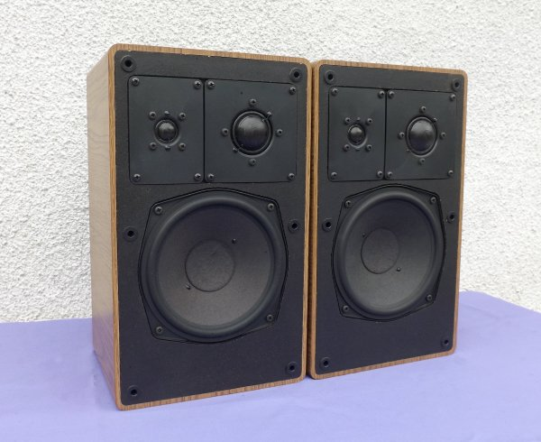 GRUNDIG Box 650b. Компактные, винтажные полочники