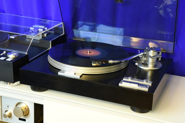 Проигрыватель винила Yamaha YP-D7